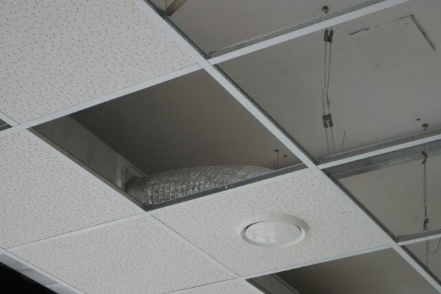 Plafond acoustique : Principes et techniques